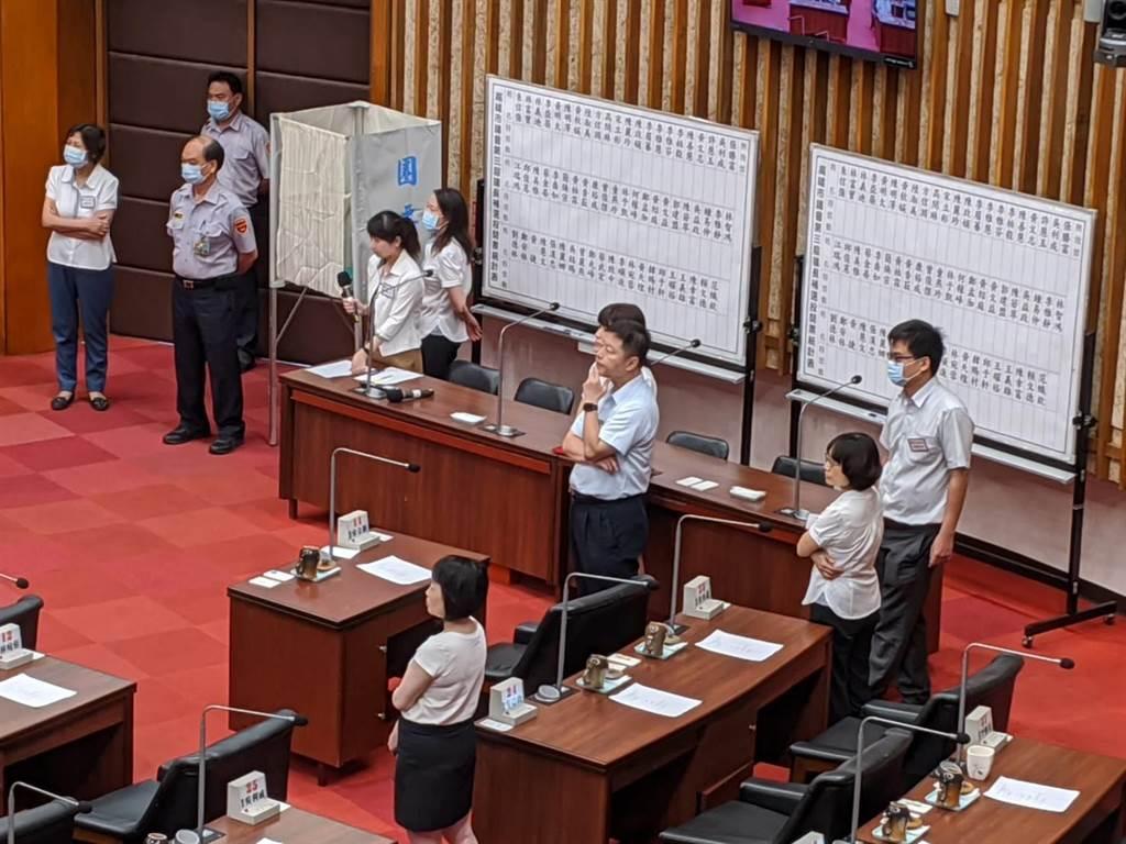 高雄巿議會30日臨時會,準備31日的議長補選投票。(曹明正攝)