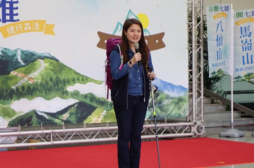 台中市觀光旅遊局長林筱淇分享谷關七雄完登活動去年人數成長5倍,徽章供不應求。(王文吉攝)
