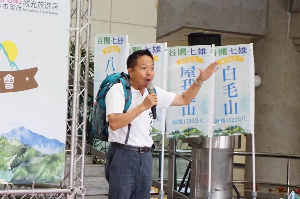 完登60多座百岳的何文海建議舉辦台中市百岳相關活動。(王文吉攝)
