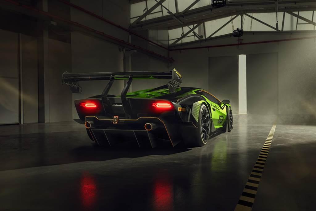 Lamborghini Essenza SCV12正式亮相!提供最純粹的賽道駕馭體驗,並有專屬賽道體驗規劃