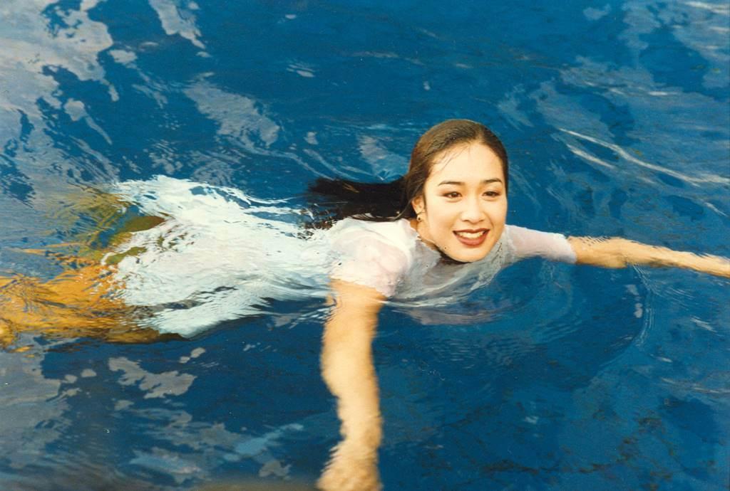 鍾麗緹泳姿絕美。(圖/本報系資料照片)