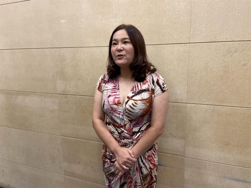 陳玉珍首次穿低胸洋裝亮相。(圖/旗楷得勝節目提供)