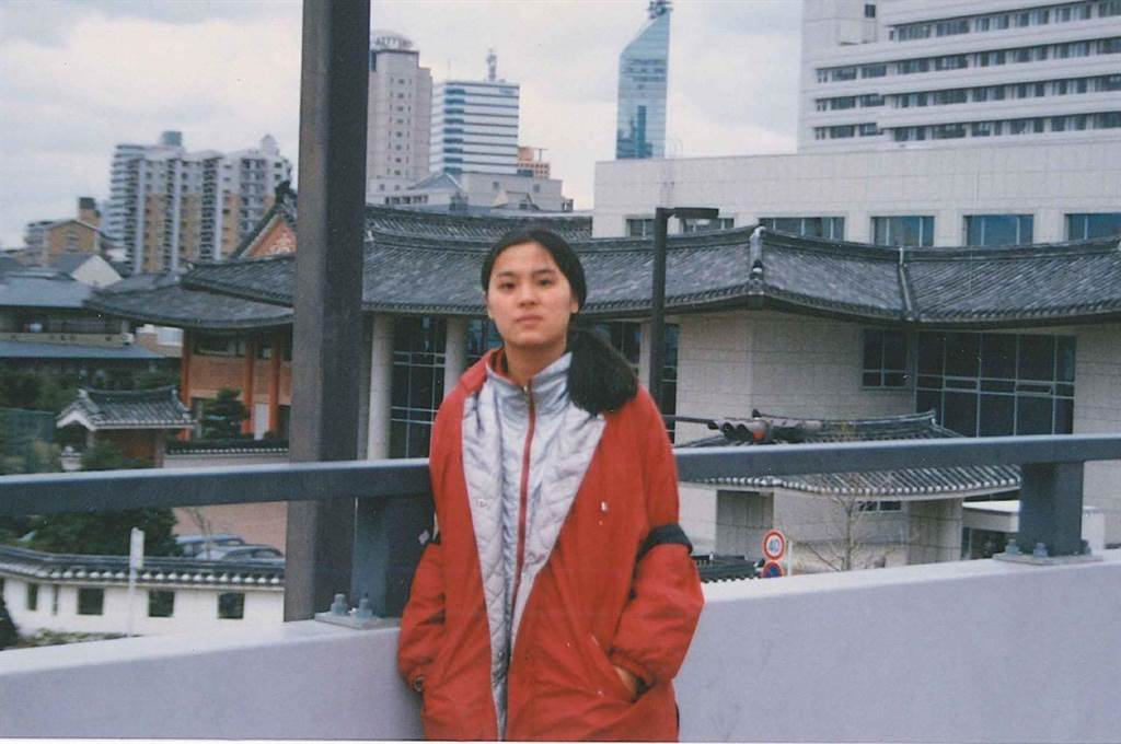 陳玉珍分享年輕時的照片。(圖/旗楷得勝節目提供)