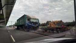 彰化台17線小客車與貨櫃車相撞 小客車6旬夫妻夾車內慘死
