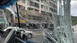 基隆2客運對撞玻璃全碎 3名乘客緊急送醫