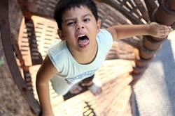 劇團演員穿布偶裝歡慶4歲童生日 竟被現場兒童教唆遭群體痛毆