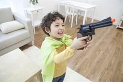 12歲兒拿玩具槍…深夜遭警方逮捕 母痛批:毫無人權