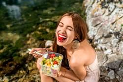 天價沙拉「吃一口噴5萬」 網怕爆:這配料夠兇 釣出醫師解答