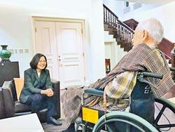 李登輝病危 蔡賴蘇趕赴探視!牧師與家人 病房禱告祈福