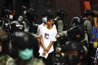 香港國安法通過後首次抓人!港警捕3男1女