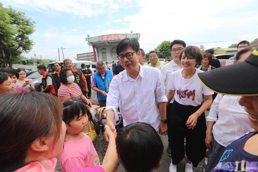 民進黨高雄市長候選人陳其邁30日到高市大樹區九曲堂拜票。(林雅惠攝)