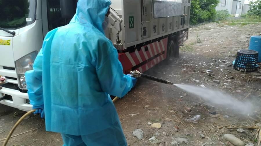 動防所積極處裡,在今日下午已經鵝肉場內所有雞隻撲殺完畢,並消毒。(彰化縣政府提供/吳建輝彰化傳真)