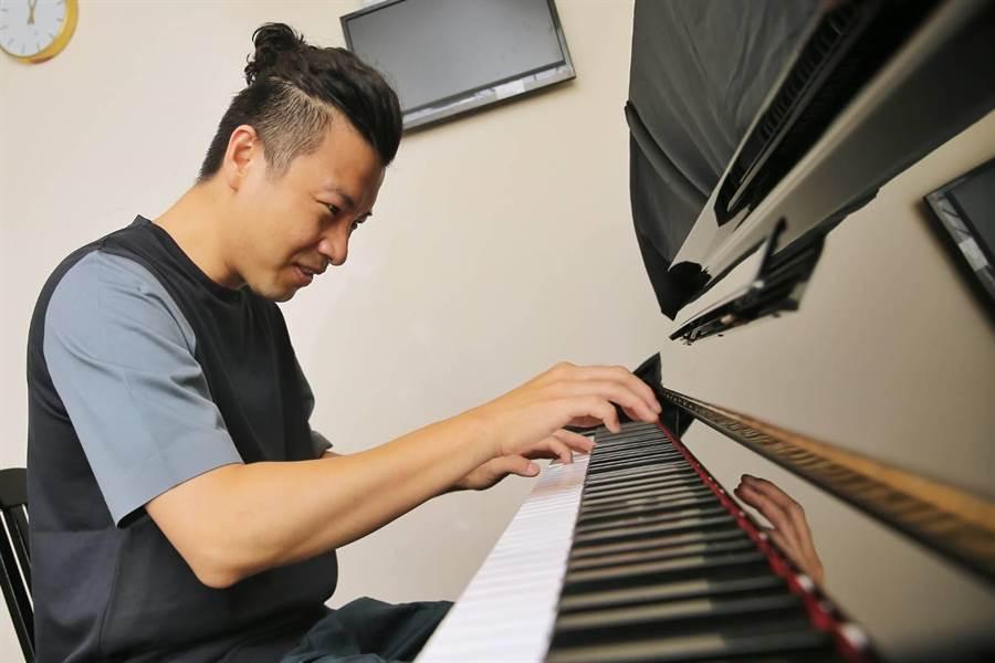活躍於荷蘭的爵士鋼琴家方斯由,近期返台演奏。(李欣恬攝)
