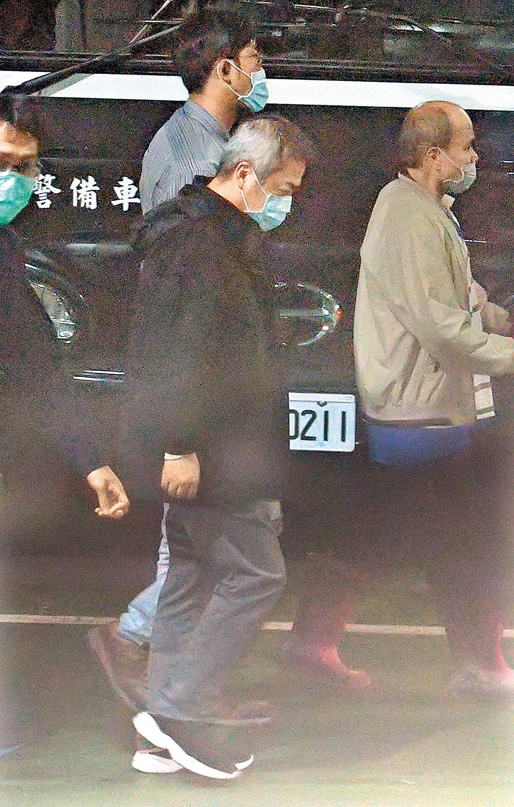 遠航董事長張綱維(中)涉掏空案,台北地檢署30日依詐欺等罪嫌將他提起公訴,並移審台北地院。(本報資料照片)