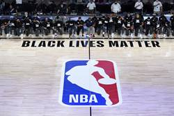 NBA》身穿BLM!爵士鵜鶘賽前單膝下跪