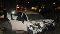 中彰快速道酒駕狂飆撞飛逾噸護欄 駕駛命危乘客慘死