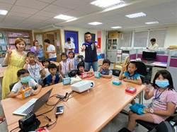 議員陳偉杰自辦英語夏令營 大小朋友讚有趣