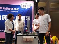 全國技能競賽台南傳會旗 許銘春為選手加油打氣
