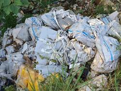 偏避公墓附近遭棄垃圾 淪為廢棄物天堂