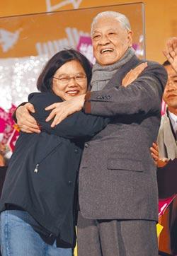 李登輝與小英 如同精神傳承的父女!李心蔡隨 台灣人從悲哀到幸福