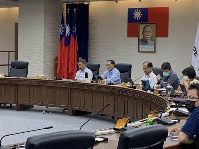 台北市長柯文哲今主持交通會報。(張薷攝)