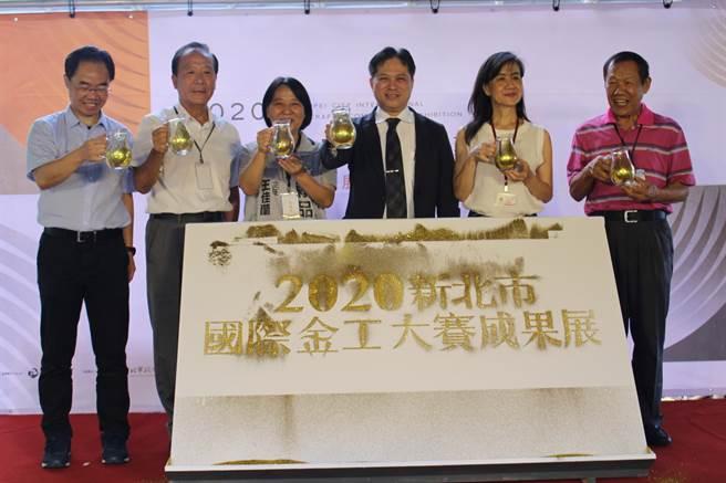 新北市国际金工大赛于31日在新北市立黄金博物馆颁奖,新北市副市长吴明机亲自主持颁奖。(吴康玮摄)