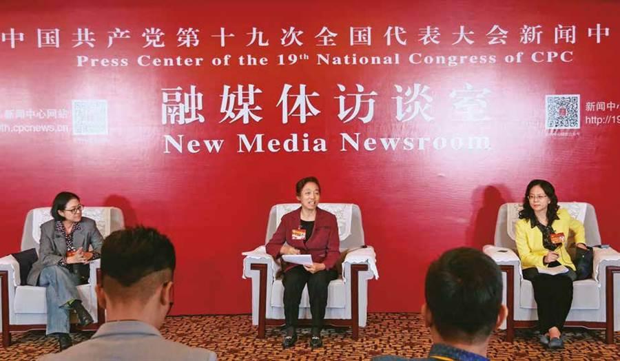「爱台湾,当然也可以爱大陆」,上海市台联会会长卢丽安的身份成为两岸镁光灯焦点。(图/多维TW提供)