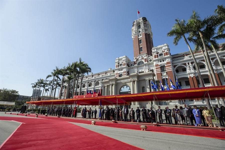 總統蔡英文決定,為哀悼前總統李登輝,今日中午起各機關降半旗三日。圖/本報社資料照