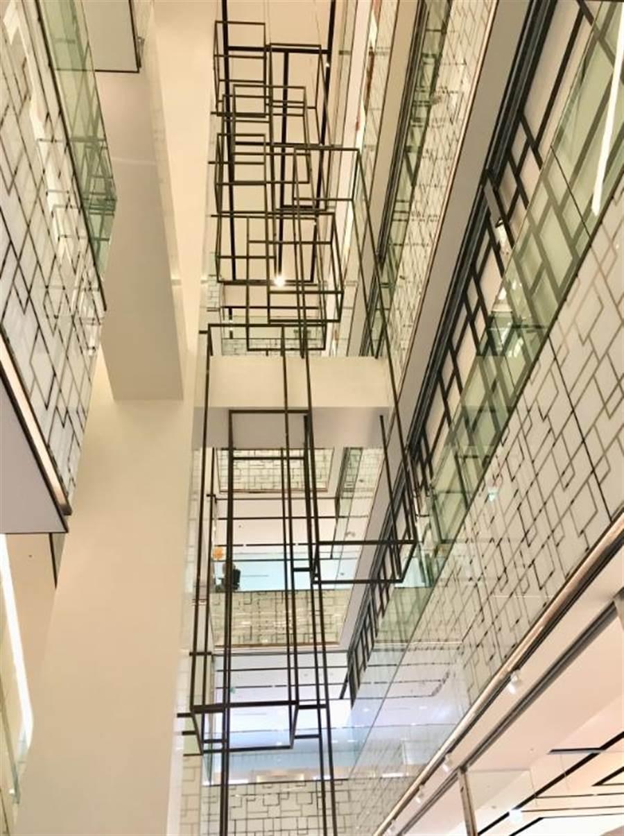 英國Benoy用幾何線條為宏匯廣場室裝設計出簡約時尚感。(郭家崴攝)