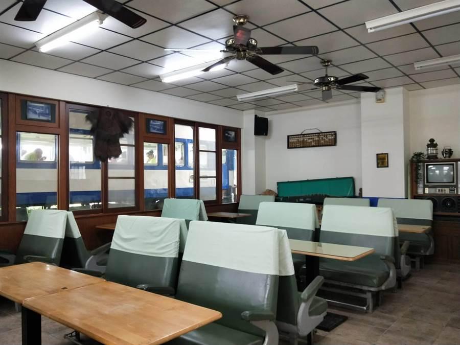新幹線是一間保有火車老味道及結合新點子的餐廳。(陳淑娥攝)