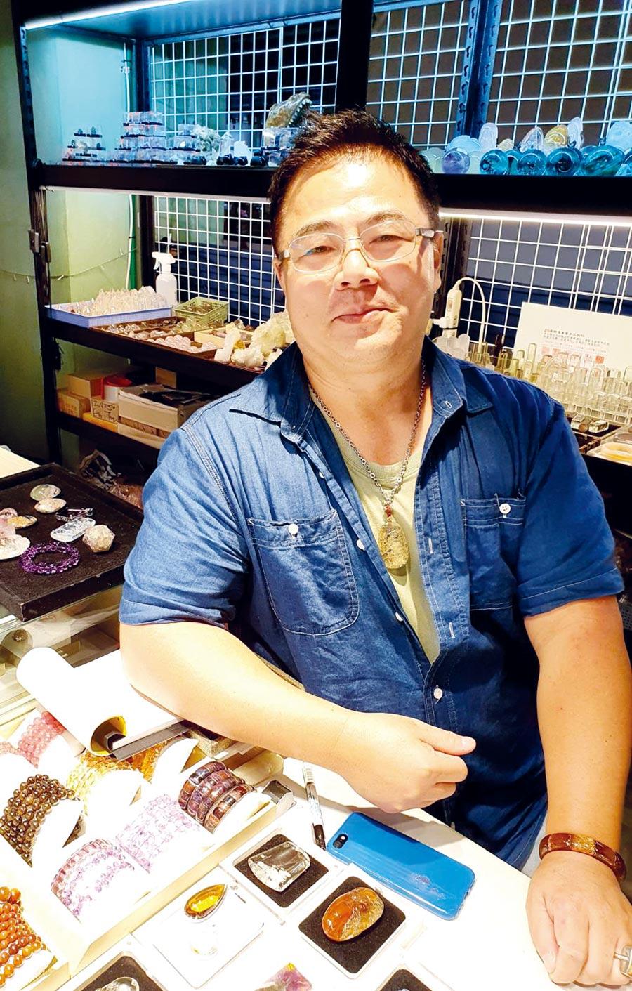 「河馬晶殿」、「河馬的家」店長林茂陽的珠寶鑑定功夫獨到,業界首選。圖/業者提供