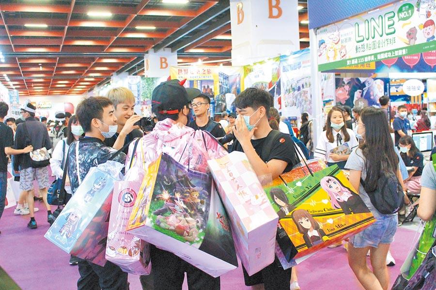 ACG博覽會開幕首日,動漫迷紛搶攻限量福袋。(王寶兒攝)