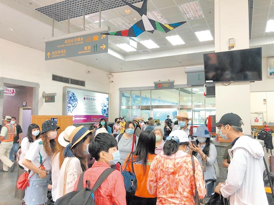據統計,7月台灣馬祖往返班機已增加至最大運量每日34班次。(連江縣交通旅遊局提供/葉書宏連江傳真)