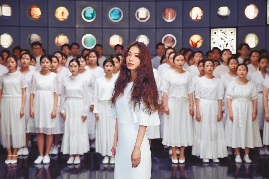 田馥甄新歌MV邀100位學生合唱團助陣。(何樂音樂提供)