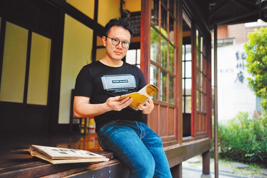七年級小說家朱嘉漢從家族一段百年前的逃亡故事,回顧失語的台灣共產黨、228和白色恐怖歷史。(郭吉銓攝)