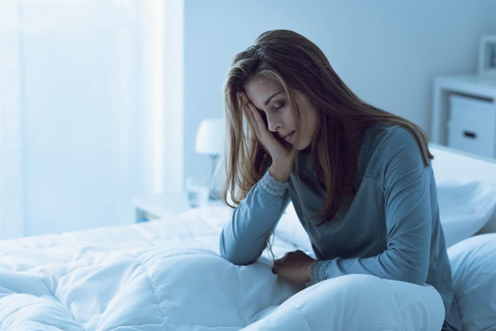 安眠藥吃半顆較不傷身?醫破3迷思:恐養成壞習慣。(示意圖/Shutterstock)