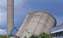 雲林紙廠拆「比薩斜塔」煤倉 揚塵、震動遭抗議停工