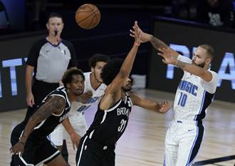 NBA》末節放水照撕籃網 魔術升東區第7