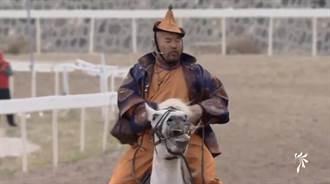 直播》萬馬奔騰!內蒙古馬賽開賽 選手展現精湛訓馬技巧