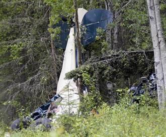 兩飛機空中相撞!殘骸飛來飛去「就像911」 含眾議員在內釀7死