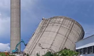 云林纸厂拆「比萨斜塔」煤仓 扬尘、震动遭抗议停工