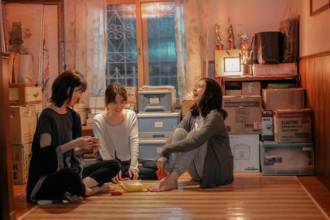 謝盈萱(左起)、孫可芳、徐若瑄主演的《孤味》有參與這次的市場展。(文策院提供)