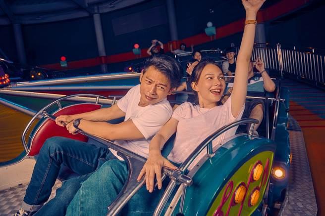 阿Ken(左)和紀培慧主演的《練愛iNG》也登上「Taiwan Cinema電影快報」拓展能見度。(文策院提供)