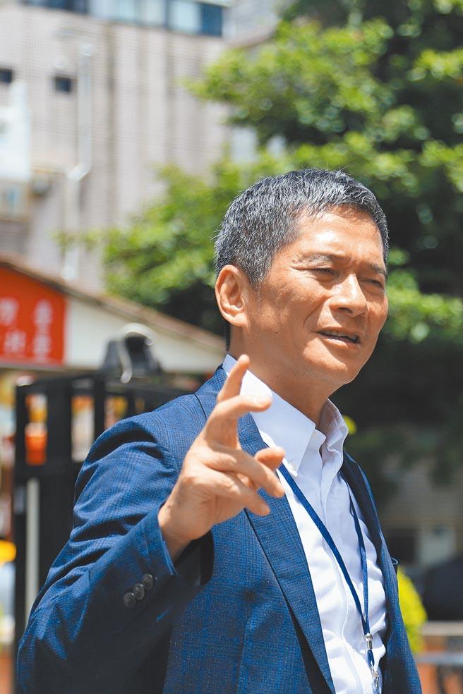 文化部長李永得31日回應國民黨文傳會關於「新頭殼幫」酬庸的指控,表示創辦媒體與黨派、利益無關。(實習記者張懿文攝)