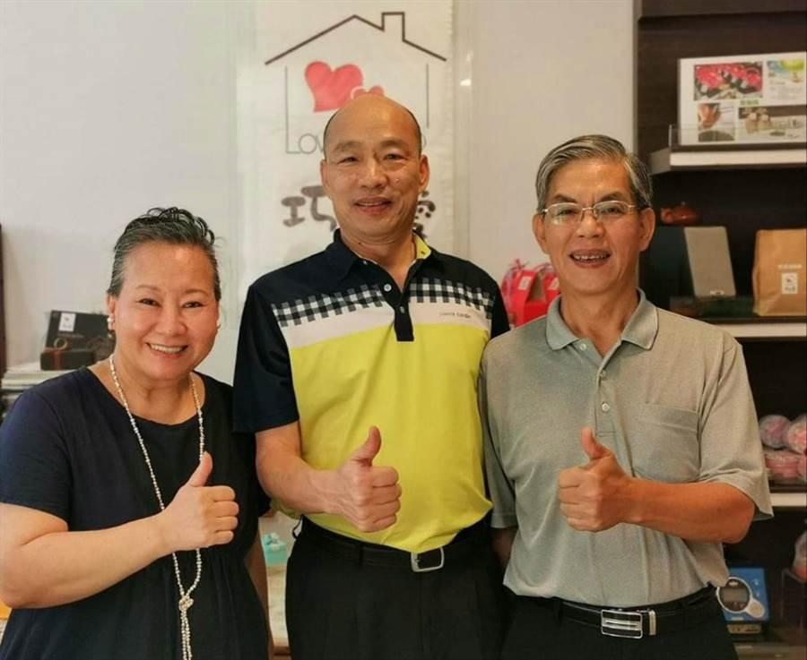 高雄前市長韓國瑜在花蓮的野生照再流出,有網友發現跟以前不一樣了。(翻攝「韓黑父母不崩潰」粉專)