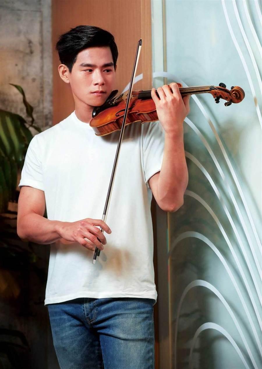 拥有绝对音感的李齐,精湛的小提琴功力除了来自天分,也靠自身努力。(图/施岳呈摄)