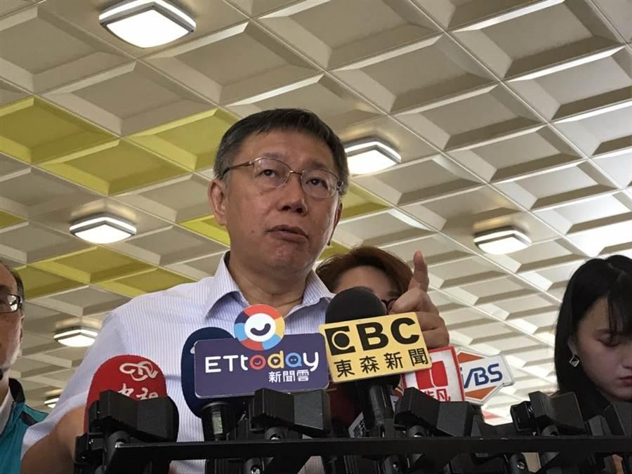 台北市長柯文哲今認「逼幾個自殺」說法不妥,但仍認為和碩違建若出事,結局就是逼死公務員。(譚宇哲攝)