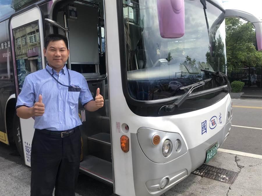 蔡耀堂從優良司機被拔擢為站長,繼續為更多北海岸鄉親服務。(許家寧攝)
