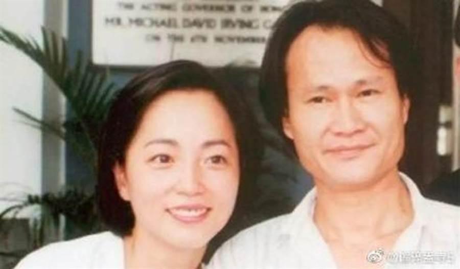 林正英和苑瓊丹曾有過一段情。(圖/微博)