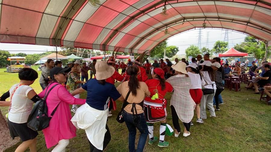 「原住民阿美族祈雨祭典活動暨產業博覽會」,安排傳統原住民祈福儀式及舞蹈,倡導原住民族舞蹈文化。(台中市政府提供/陳世宗台中傳真)